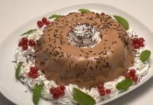 Flan de chocolate com chantilly
