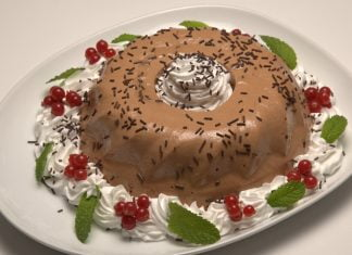 Flan de chocolate com chantilly