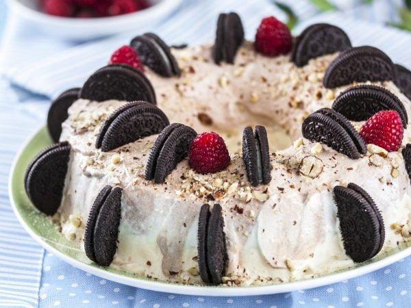 gelado de chocolate e baunilha com biscoitos