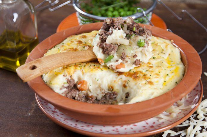 picadinho de carne com legumes e pure de batata