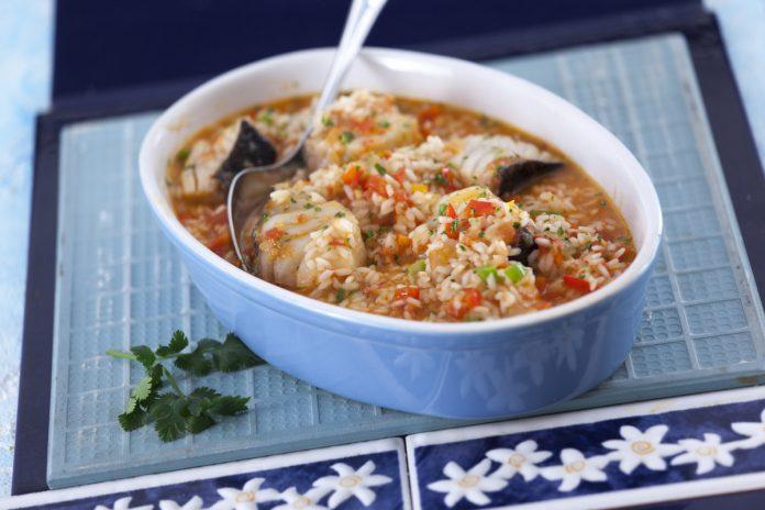 Arroz de bacalhau com tomate e pimentos