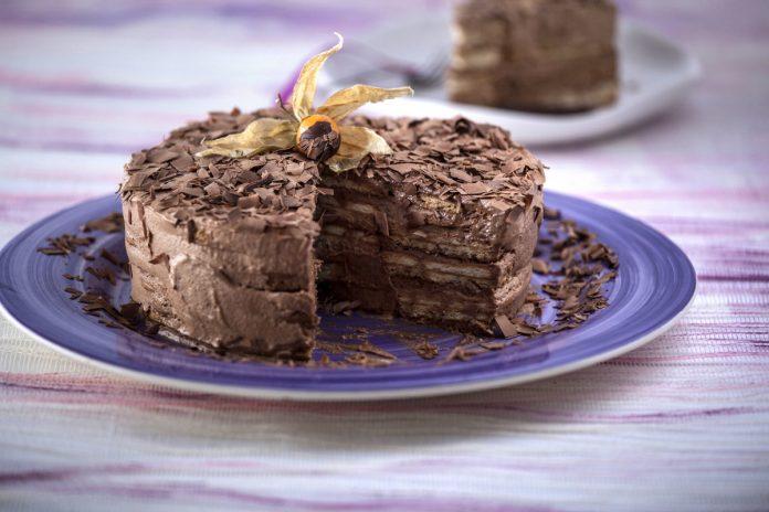 bolo de bolacha com creme de chocolate