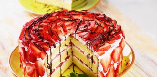 bolo de chantilly com morangos
