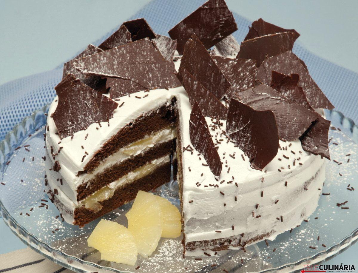 bolo de chocolate xaropado com ananas