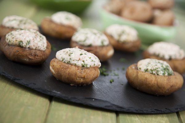 cogumelos recheados com bacon e queijo feta
