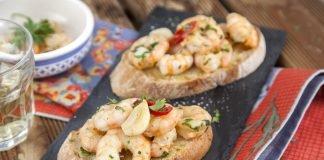 Crostini de camarão e alho