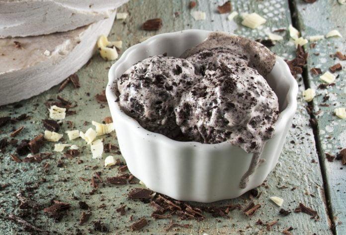 Receita de gelado de bolachas de chocolate
