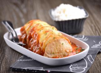 lombo de porco com queijo e molho de tomate