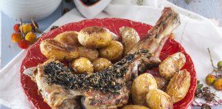 Perna de borrego com crosta de azeitonas pretas