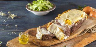 Rolo de carne com ovo