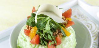 Salada fresca com frutos cítricos e nozes
