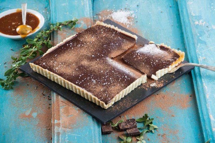 tarte de caramelo salgado e chocolate