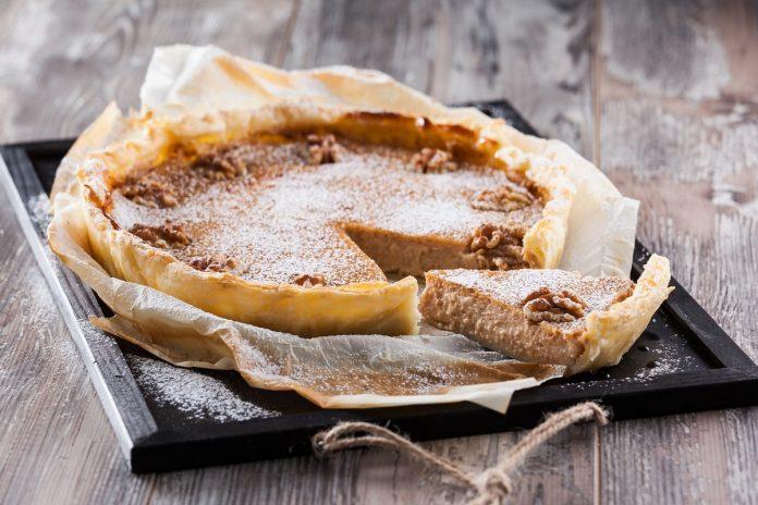 tarte folhada com recheio de nozes