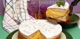 Bolo de avelãs com recheio de grão e porto