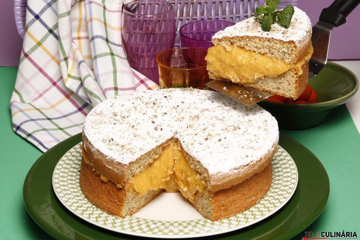 bolo de avelas com recheio de grao e porto