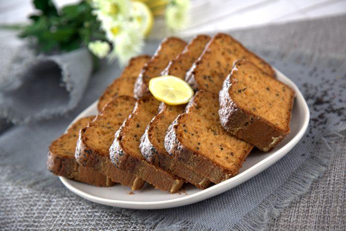 bolo de gengibre com limao e sementes de sesamo
