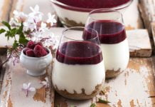 Cheesecake de frutos vermelhos no copo