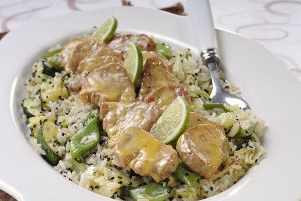 lombinhos de porco salteados com legumes e arroz
