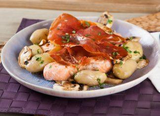 salmao no forno com presunto e cogumelos