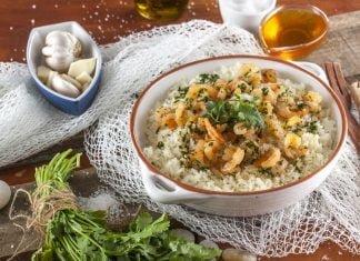 arroz de camarão com mel e alho