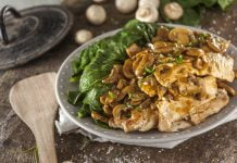 Bifinhos de peru com cogumelos e nabiças