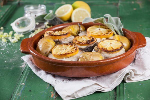 pescada no forno com salva e limao