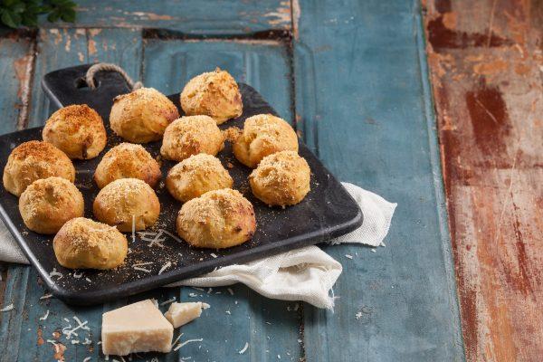 Bolinhas de batata-doce com gengibre e parmesão