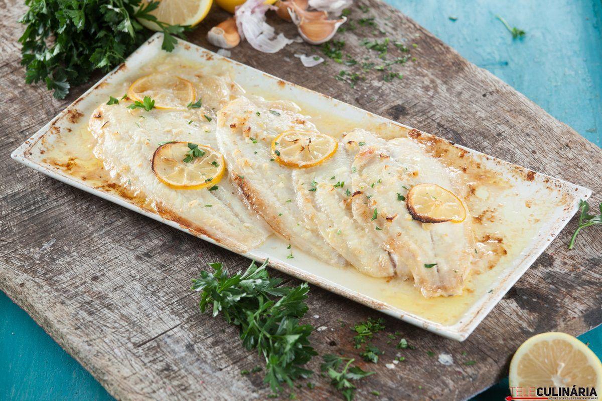 filetes de pescada panados com arroz de tomate