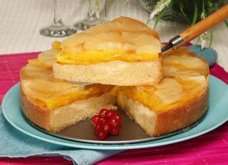 Gelatina de pêssego com pão-de-ló