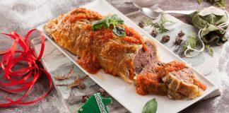 Rolo de carne folhado com molho de tomate