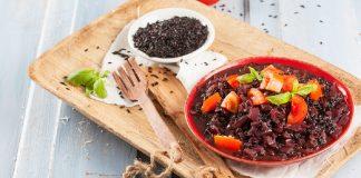 Arroz Preto com Tomate e Mangericão