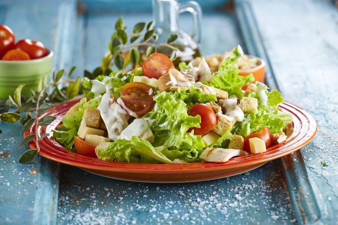 Salada César com peito de frango CHSB 7