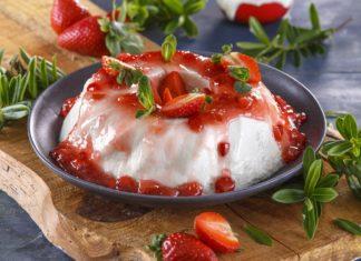 Pudim de iogurte grego com calda