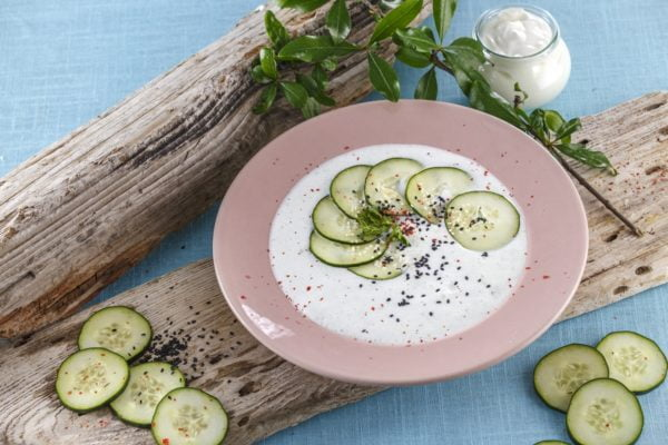 Sopa de iogurte com pepino