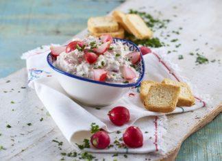 Pasta de atum e pickles de rabanete