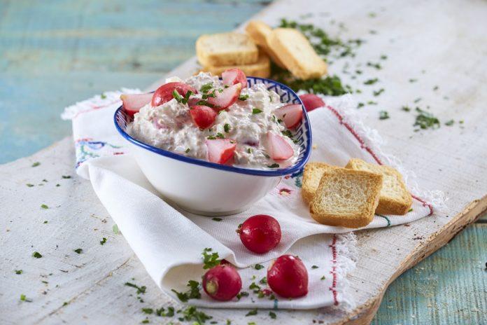 Pasta de atum e pickles de rabanete CHMM 00007