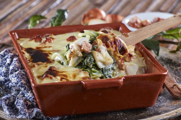 Tabuleiro de bacalhau com grelos e bacon CHMM 00003 9