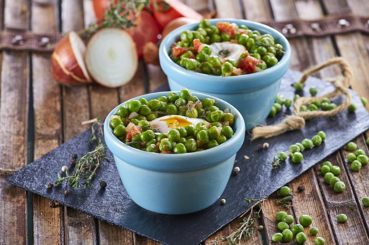Tacinha de ervilhas com ovos escalfados CHMM 00011