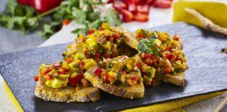 Tacos de atum com vinagrete e ceboal roxa
