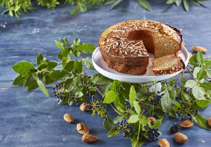 Bolo de requijão com canela e amendoas