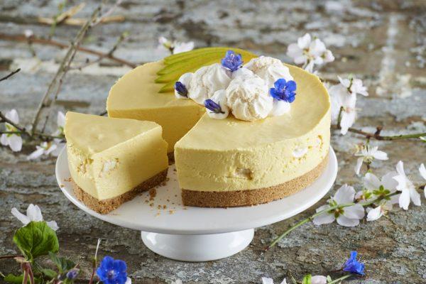 Cheesecake com suspiros e manga