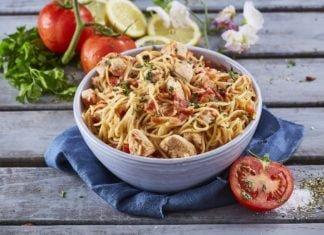 Frango-guisado-com-esparguete