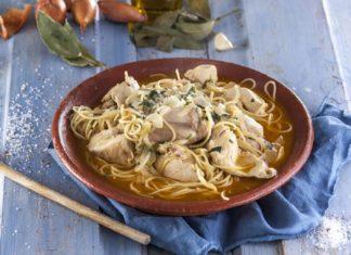 Frango-estufado-com-esparguete