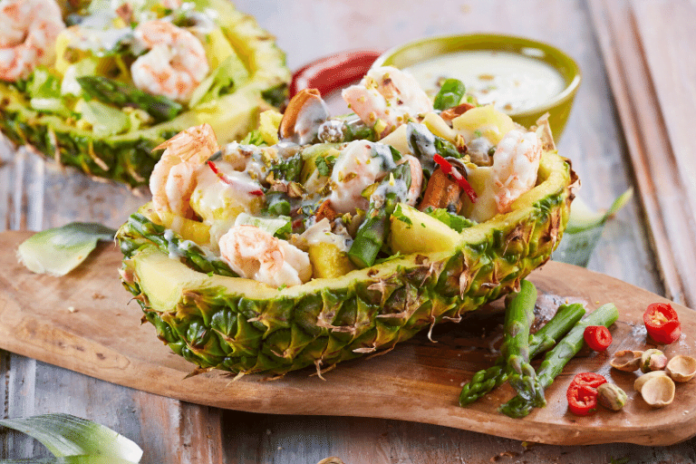 Abacaxi recheado com frutos do mar