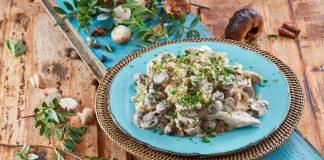 Bifes de peru com natas e cogumelos