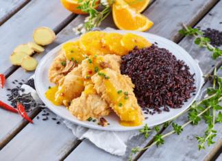Filetes de pescada dourados com laranja, cebolinho e gengibre
