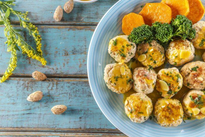 Almondegas de frango com molho de maracuja CHPF 16 Medium