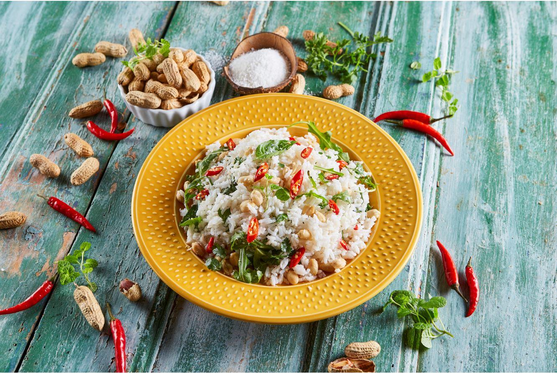 salada de arroz com amendoim e coco