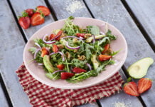 Salada de rúcula com abacate e morangos - @TeleCulinária