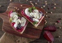 Tosta de hummus de beterraba -@TeleCulinária